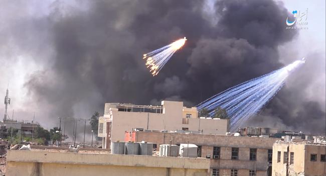 بە ڤیدیۆ؛ هێزە عێراقییەكان بۆمبی فسفۆڕی سپی-یان بەكارهێناوە بۆ لێدانی داعش لە موسڵ؟