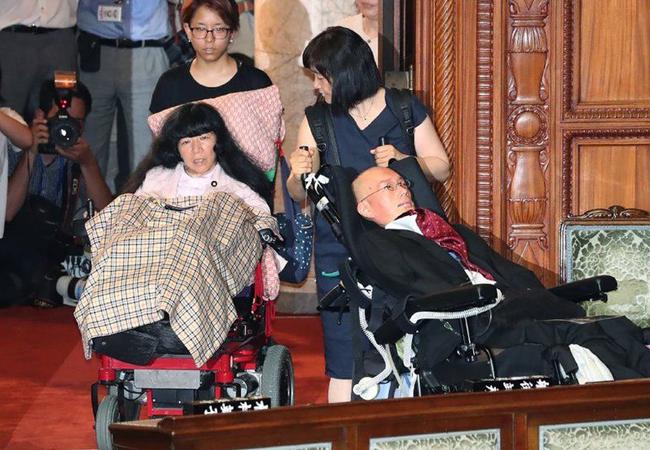 یابان؛ بۆ یەكەم جار دوو سیاسەتمەداری ئیفلیج بوون بە ئەندامی پەرلەمان